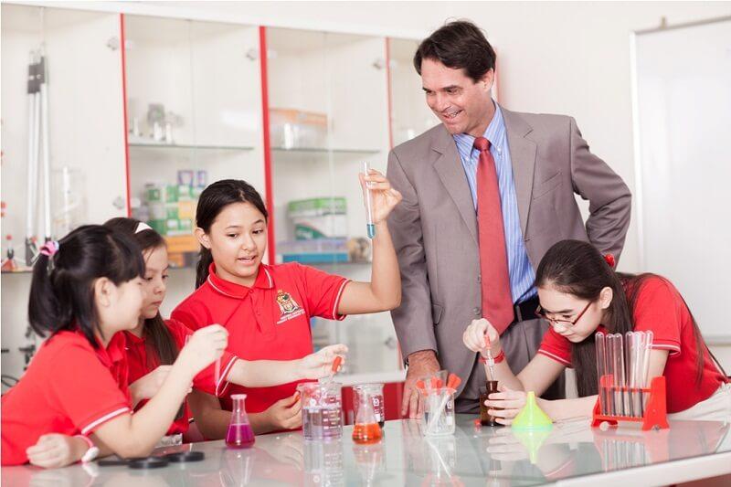 Lớp học thoải mái, thầy cô thân thiện với học sinh là động lực để bé học tập tốt