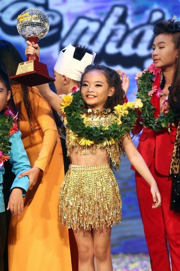 Quán quân bước nhảy hoàn vũ nhí 2014 Phan Thiên Thảo hạnh phúc với chiến thắng của mình