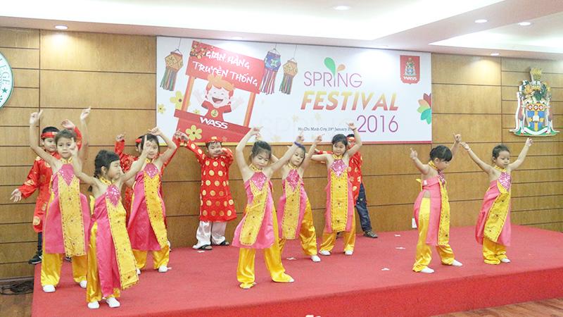 Spring Festival 2016 tai he thong truong quoc te Tay Uc 1