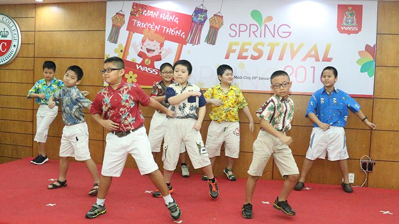 Spring Festival 2016 tai he thong truong quoc te Tay Uc 5