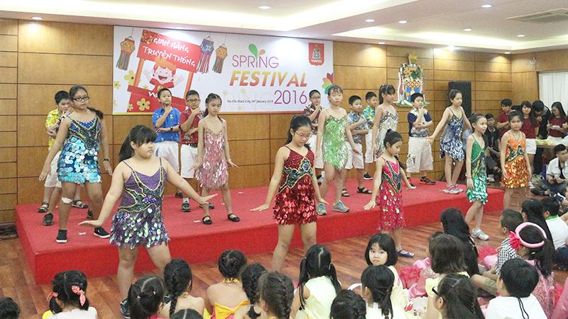 Spring Festival 2016 tai he thong truong quoc te Tay Uc 6
