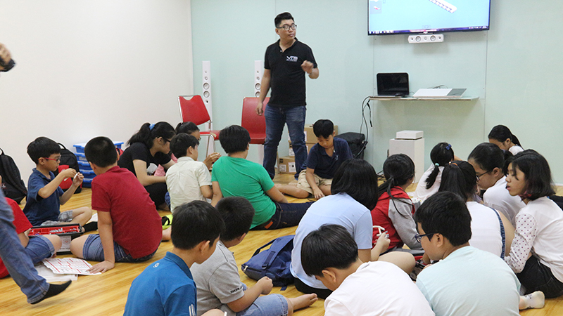 Học kỳ hè 2016 - Môn Robotics