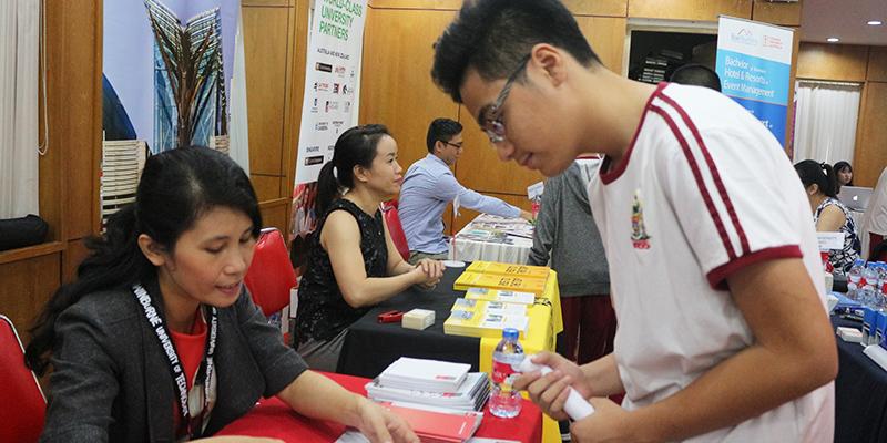 WASS Education Fair 2016 tai He thong Truong Quoc te Tay Uc 17