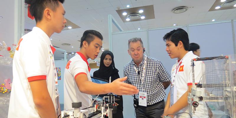 Robotacon quoc te tai An Do cua team he thong truong tay uc 8