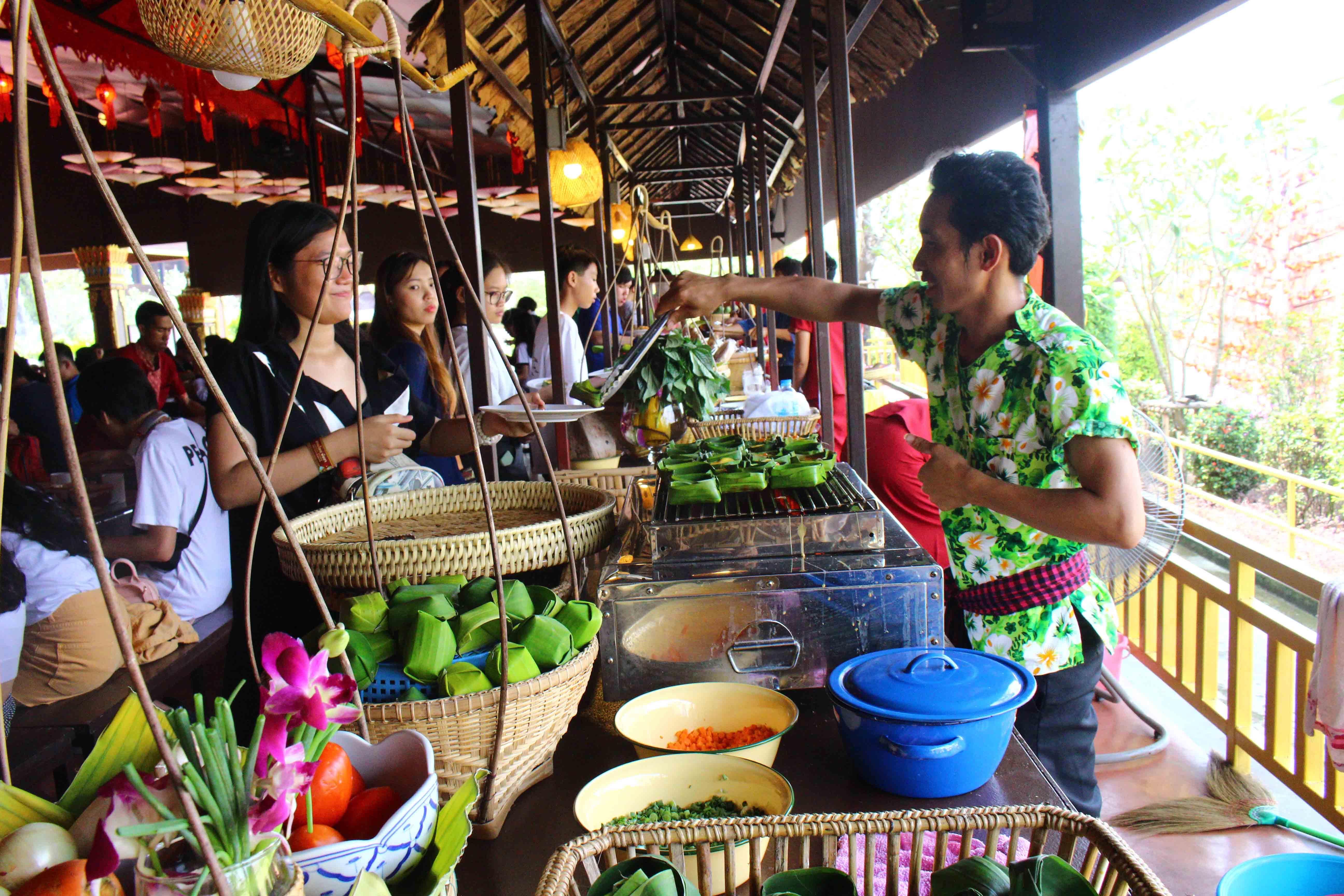 Toàn thể WASSers Tây Úc tham gia được thưởng thức ẩm thực truyền thống Thái Lan