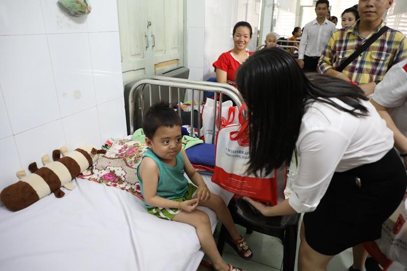 Hearts Connection: Trao món quà sự sống đến các bệnh nhi ung thư tại Bệnh viện Nhi Đồng 2