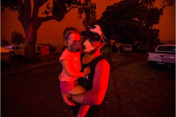 Lửa và khói bụi từ các đám cháy làm chất lượng không khí của Australia xấu đi nhanh chóng