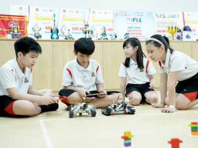 Assembling Robot model with Medium motor